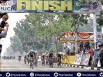 pebalap-malaysia-juara-i-etape-i-pebalap-jerman-minta-bantuan-oksigen-tour-de-siak-2019-dalam-asap.jpg