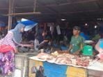 pedagan-daging-sapi-di-pasar-jaya-mukti-dumai_20170827_155653.jpg