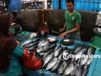 pedagang-ikan-segar-di-pasar-pagi-arengka_20180713_150818.jpg