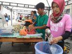 pedagang-takjil-menu-buka-puasa-pasar-ramadan-kepulauan-meranti_20180525_164631.jpg