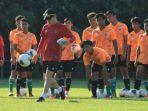 pelatih-timnas-u-19-indonesia-shin-tae-yong-saat-tc-di-kroasia.jpg