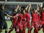 pemain-timnas-indonesia-merayakan-kemenangannya_20161207_064528.jpg