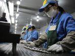 pemilik-pabrik-china-berebut-untuk-menemukan-cukup-pekerja-untuk-mengikuti-pesanan-luar-negeri.jpg