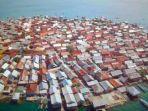 penampakan-rumah-penduduk-yang-padat-di-pulau-bungin-sumbawa.jpg