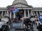 pendukung-presiden-as-donald-trump-melakukan-protes-di-luar-gedung-kongres-as.jpg