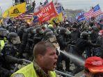 pendukung-trump-bentrok-dengan-polisi-dan-pasukan-keamanan.jpg