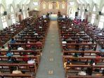 penerapan-protokol-kesehatan-saat-misa-di-gereja-katolik-paroki-santa-maria-a-fatima-pekanbaru.jpg