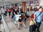 penumpang-di-bandara-ssk-ii-pekanbaru.jpg