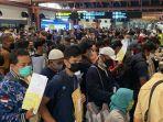 penumpukan-penumpang-di-terminal-2-bandara-internasional-soekarno-hatta.jpg