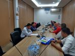perkuat-sinergi-manajemen-tribun-pekanbaru-silaturahmi-ke-kantor-ojk-riau_20181017_113306.jpg