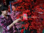 pernak-pernik-imlek-di-jalan-juanda-pekanbaru_20170118_222716.jpg