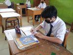 peserta-didik-di-smpn-13-kota-pekanbaru-menjalani-belajar-tatap-muka-terbatas.jpg