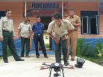 petugas-bpbd-meranti-melakukan-uji-terbang-drone_20161128_202400.jpg