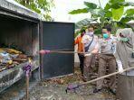 petugas-dari-karantina-pertanian-pekanbaru-memusnahkan-sejumlah-barang.jpg