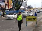 petugas-dari-satlantas-polresta-pekanbaru-menggelar-razia-kendaraan_20180821_212151.jpg