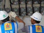 petugas-pln-melakukan-pengecekan-meteran-listrik.jpg