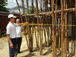 petugas-satpol-pp-pekanbaru-menyegel-sebuah-bangunan_20170308_114728.jpg