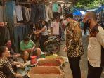 pimpinan_dprd_pekanbaru_tiba-tiba_sambangi_pasar_kodim_ini_yang_dilakukannya_kepada_pedagang.jpg