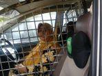 pintar-demi-kenyamanan-wanita-sopir-taksi-online-pasang-terali-di-bangku-sopir-kata-penumpang.jpg