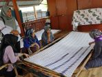 pkk-desa-lalang-kambung-kabupaten-pelalawan-belajar-batik-bono_20180406_092320.jpg