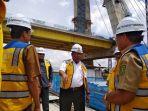 plt-gubernur-riau-wan-thamrin-hasyim-meninjau-progres-pembangunan-jembatan-siak-iv-pekanbaru_20181106_192040.jpg