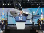 presiden-korea-selatan-moon-jae-in-prototipe-jet-tempur-kf-21-boramae.jpg