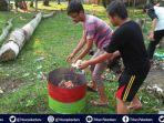 program-peduli-lingkungan-mahasiswa-kukerta-unri-serahkan-tempat-sampah-untuk-warga-desa-tanjung.jpg