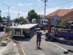 proses-evakuasi-truk-tronton.jpg