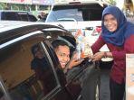 radio-smart-fm-pekanbaru-berbagi-takjil-gratis-kepada-pengguna-jalan-selama-ramadhan-1440-h.jpg