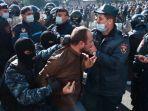 rakyat-armenia-protes-usai-kalah-perang-dengan-azerbaijan.jpg