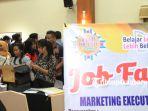 ratusan-orang-pencari-kerja-padati-pekanbaru-job-expo-2017-b_20171004_164547.jpg