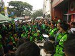 ratusan_driver_geruduk_kantor_gojek_pekanbaru_ini_tuntutannya.jpg