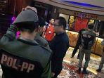 razia-satpol-pp-pekanbaru-di-tempat-hiburan-malam.jpg