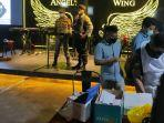 razia_prokes_tempat_nongkrong_di_pekanbaru_aparat_dapati_2_pengunjung_kafe_terindikasi_covid-19.jpg