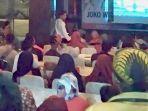 relawan_tkd_riau_padati_nobar_debat_capres_di_pekanbaru.jpg