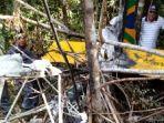 reruntuhan-pesawat-jatuh.jpg
