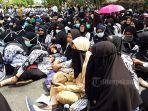 ribuan-guru-demo-depan-kantor-walikota-pekanbaru.jpg