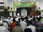 ribuan-jemaah-salat-tarawih-perdana-di-masjid-agung-an-nur_20160605_210227.jpg