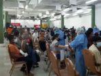 ribuan-masyarakat-ikuti-vaksinasi-massal-di-mal-ska-pekanbaru.jpg