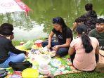 ribuan_orang_nikmati_liburan_imlek_di_taman_rekreasi_alam_mayang.jpg