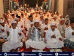 ritual-tolak-bala-ghatib-beghanyut-di-riau-orang-orang-berpakaian-serba-putih-gemakan-kalimat-tahlil.jpg