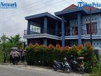 rumah-mewah-mantan-kasat-narkoba-polresta-pekanbaru-dieksekusi-kalah-digugat-mantan-istri.jpg