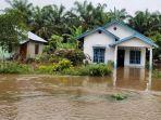 rumah-warga-terendam-air-banjir-di-desa-lubuk-kembang-bunga-pelalawan.jpg