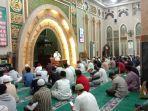salat_tarawih_dan_ibadah_ramadhan_di_masjid_imam_dianjurkan_ringankan_bacaan_salat.jpg
