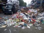 sampah-masih-menumpuk_20160616_135738.jpg
