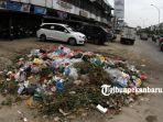 sampah-menumpuk-di-pinggir-jalan-tuanku-tambusai_20180821_155032.jpg