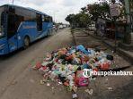 sampah-menumpuk-jalan-hr-soebrantas_20180731_162956.jpg