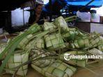 sarang-ketupat-lebaran-di-pasar-jalan-agus-salim-pasar-sukaramai_20180612_142111.jpg