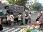 satpol_pp_pekanbaru_tertibkan_pedagang_di_bahu_jalan_jendral_sudirman.jpg