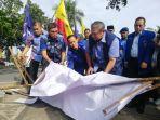 sby-lihat-spanduk-demokrat-yang-dirusak-di-pekanbaru.jpg